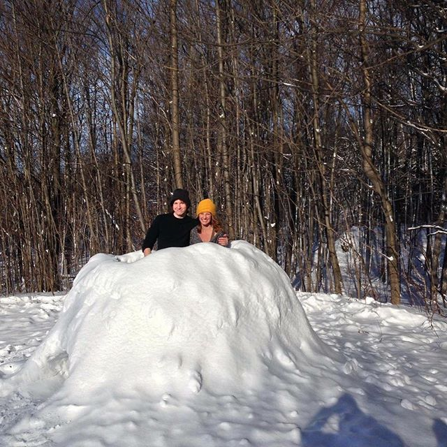 The snow den made at the NYE cabin trip by Michał and Lauren 👊 . . . . . #uoft #snow #snowden #ingloo #greybruce #snowfun #construction #newhome #nye2017