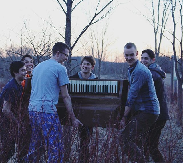 UTOC Cabin now has a piano curtesy of a group of UTOC lads on an adventure 🤘 . . . . . #pianorock #pianorescue #musictherapy #hikingadventures #recover #secondhand  #uoft #simcoecounty #greybruce