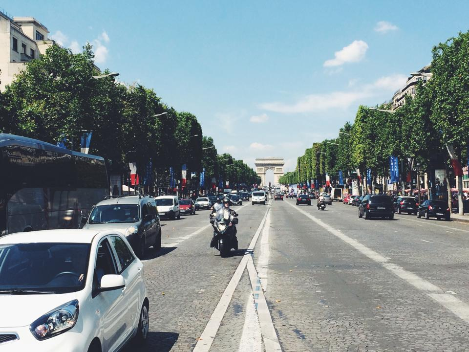 Avenue de Champs-Elysees.jpg