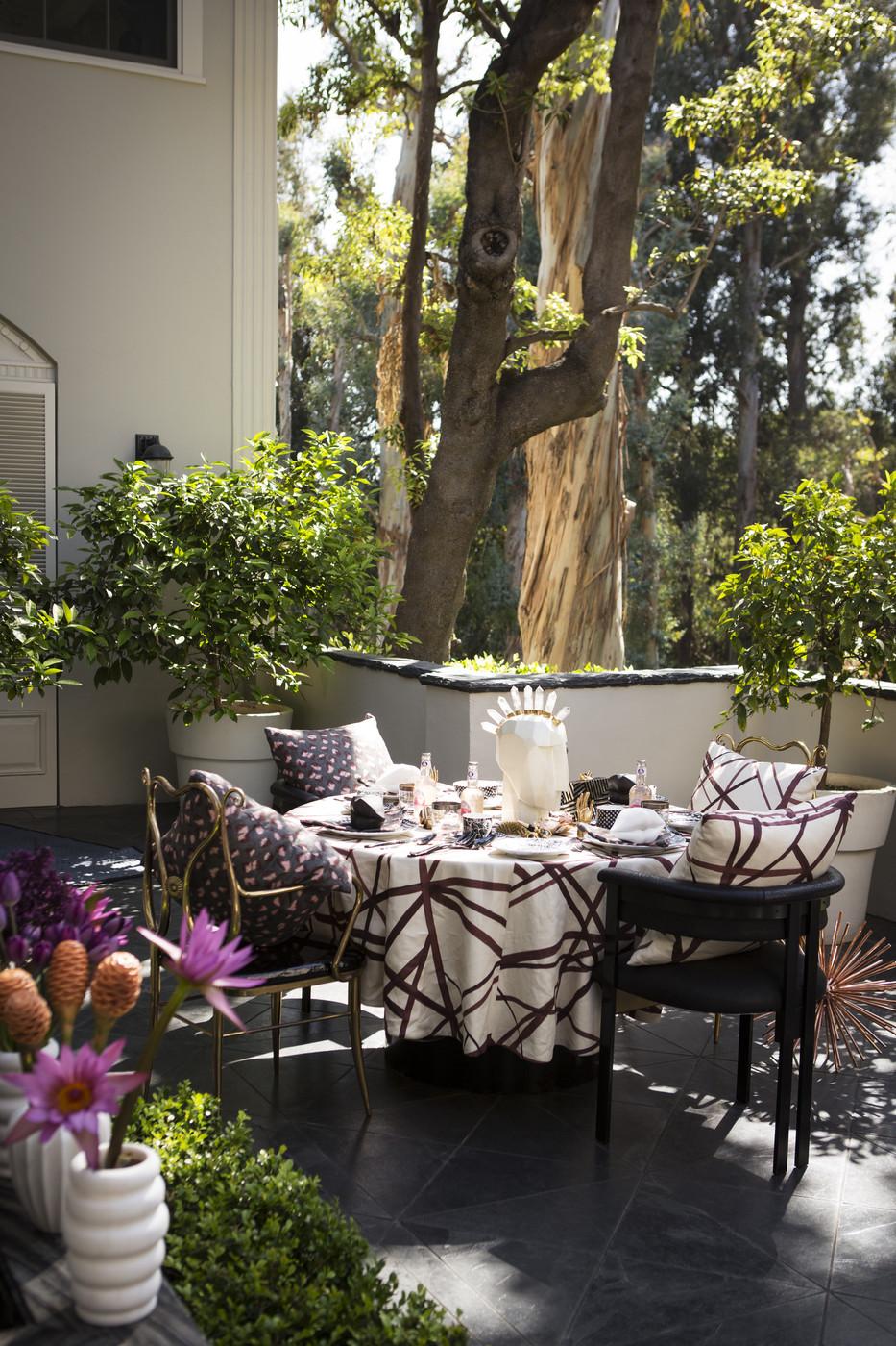 Kelly Wearstler Outdoor Table Setting, Lonny Magazine