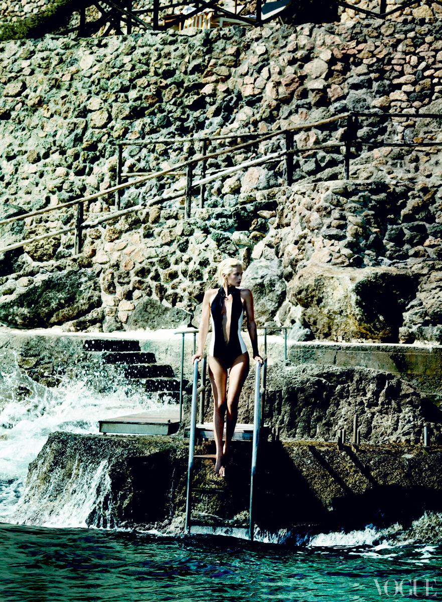 Carolyn Murphy Vogue December 2012