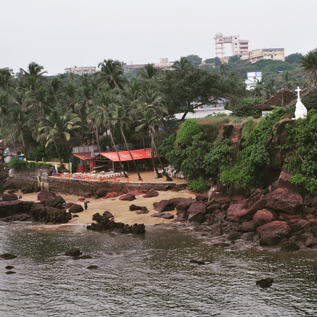 The beautiful site of Dona Paula, Goa! ⛅️🌴🌊#youfollowthefilm #documentary #onlocation #beaches #palmtrees #catholic #travelpics #pickmygoapic #madeitwithmap