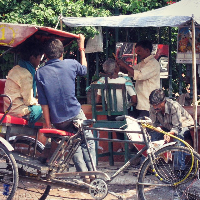 A visit to the barbershop. #youfollowthefilm #documentary #film #barbershop #india #indianfilm #bicycles #freshshave #barber #roadside