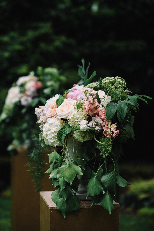 Ceremony arrangements o+d.JPG