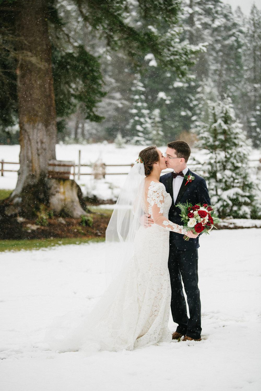 Kiss in the snow.jpg