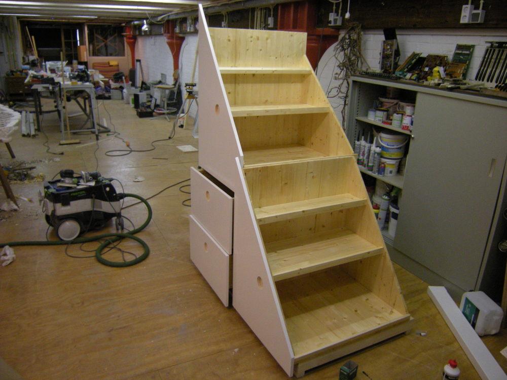 Inbouwkast onder trap.jpg