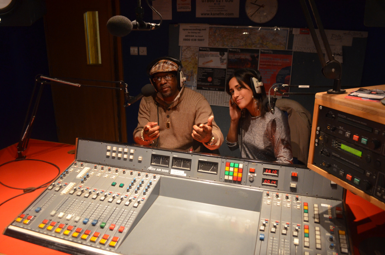 THE HOLDIN' COURT SHOW You can still listen back to our most recent radio show on 103.7 Kane FM in which we were joined live in the studio by Philadelphia-based choreographer, dancer, educator, embodied historian and now…film director Moncell 'Ill kozby' Durden alongside Tania Diggory of PHD Events.  In the later part of the show we also have an interview with Ollie Teeba (The Herbaliser) and Oxygen and Audessy from the producer / rapper super group SoundSci who we caught up with during their short tour of the UK a few weeks prior to this broadcast.  Click HERE or on the image above to visit the Kane FM mixcloud. Don't forget, our next show is this coming Sunday 24th November from 9-11pm with Tableek of Maspyke and label mate Daktor Banff of Blak Nerd.