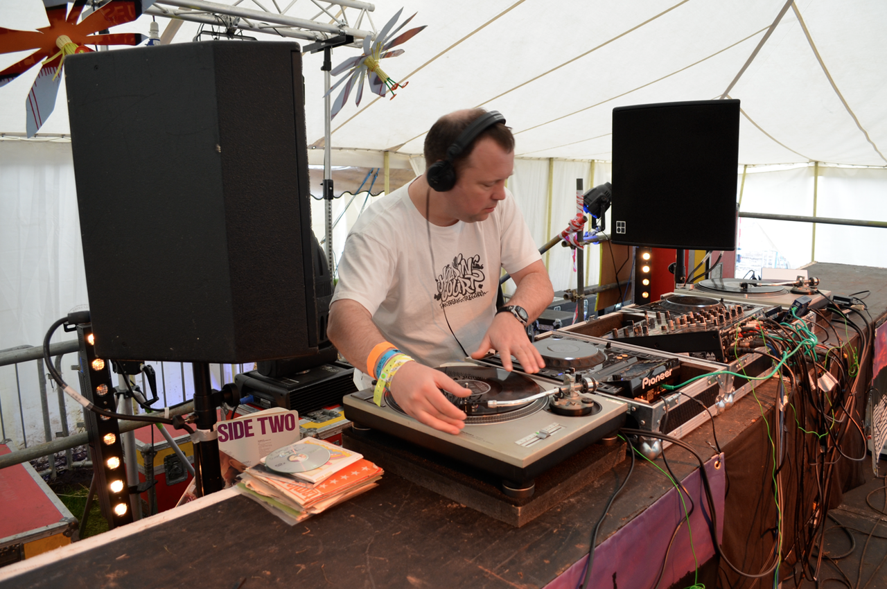 DJ Shep / Holdin' Court at Guilfest 2012!    DJ Shep  representing  Holdin' Court  at our first ever  Guilfest  appearance!  It was a complete honour and a privilege to even be considered for a set.  Massive respect to  Mr Fame  and the whole  Kane FM family  alongside  Oli and The Funky End team  for all their hard work!  A very special moment for all involved here at HC!!   Here is a taste of what our man played, something for everyone in this selection!  (Shep biggup man- you killed it and made us all dead proud!, it was a long weekend!):     R. Dean Taylor  - Sunday Morning Coming Down  (first 50 seconds or so!)