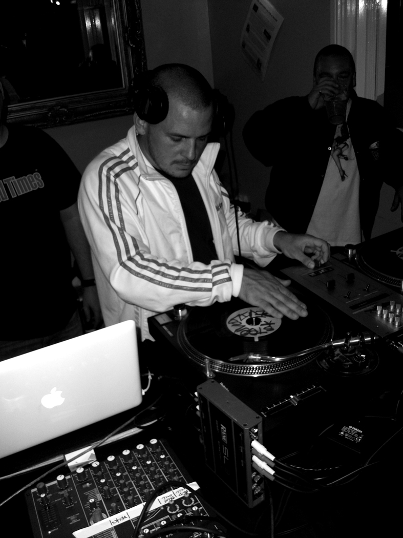 Steel Devils Full Clip Show Featuring Deeflux!! Live from 7pm til 10pm Wednesday 17th September 2011. Click the link below and select your preferred format to listen! http://freestylefm.net/
