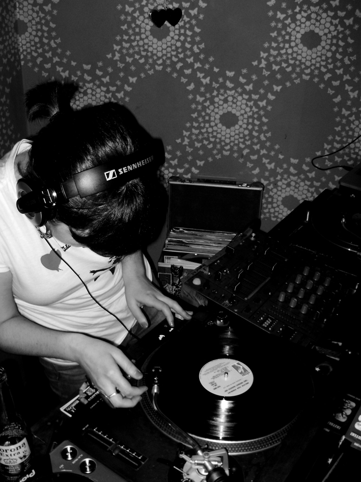 EarWax      Last week saw the launch of EarWax. A joint collaborative night from The people behind Bangers & Sensei.FM      The night runs from 8pm til late, @ The Hive, 11 Station Place Brixton SW9 8PA and is a FREE event!     The aim of Earwax is an event to bring back that feeling of Hip Hop comfort…..      So, On the first Thursday i every month, join them in The Hive Brixton Market, for a very intimate, chilled but hype night of Hip Hop, Funk, Soul, Reggae and similar sounds. 