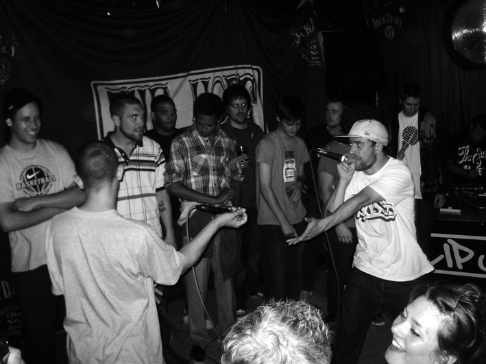 Slip Jam: B Brighton , about a month ago.  Shouts to Hinesy Hines, Richie Cunningham, Shelly Mac and Karl Kode for smashing it (yet again!).  Also Yo to Tenchoo and Adam the Rapper in attendance.  Hope to catch you all at the next Holdin' Court on Sat 17th!.
