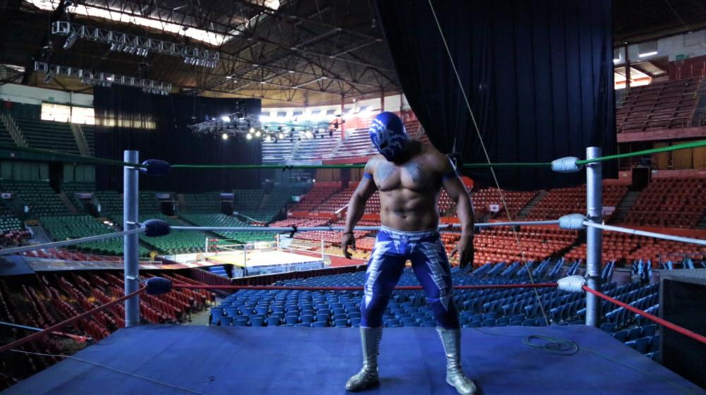 El luchador Relámpago entrenando en la Arena México