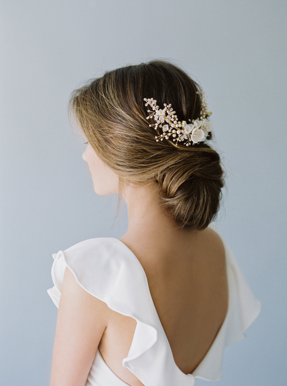 This unique twist was one of my favorites, and highlighted the elegant lines of the neck, as well as showing off the hair piece, beautifully.  Hair @morganoreeda Makeup @robinopal_ Hair adornment @_allaboutromance_
