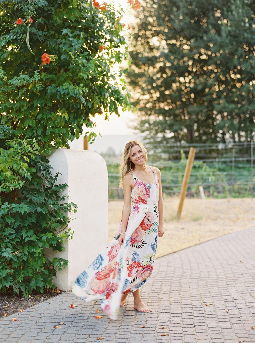 Senior_girls_photos_oregon_garden.jpg