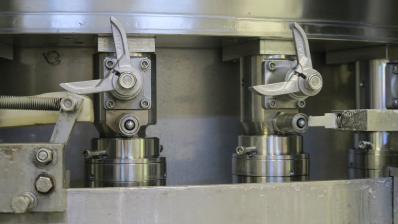 Can Filler Seamer Filling Systems ISO-C 30-4, pic 12.jpg