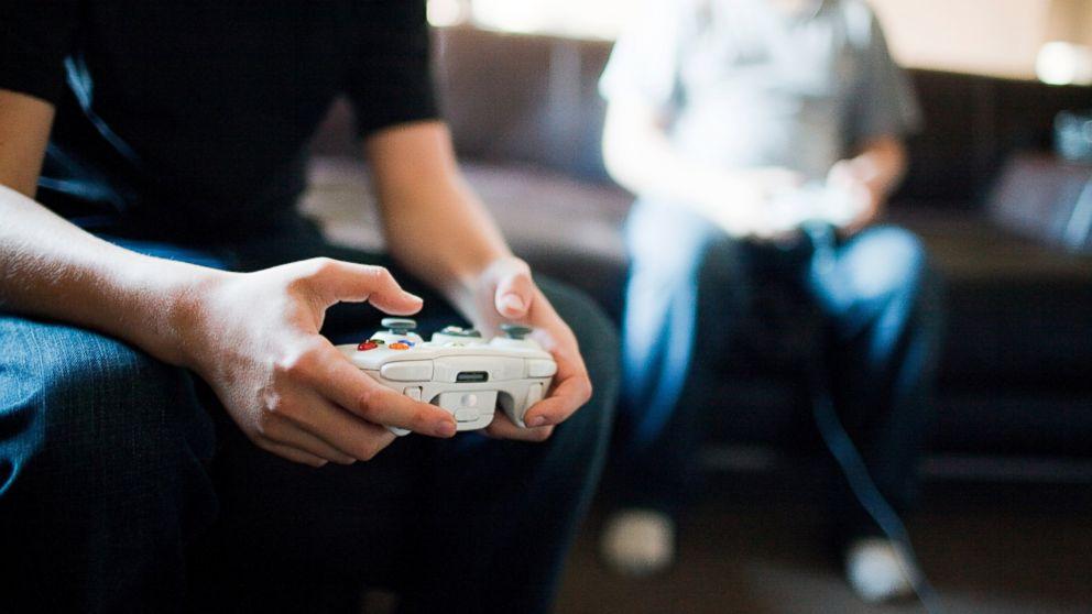 GTY_video_game_playing_jef_131211_16x9_992.jpg