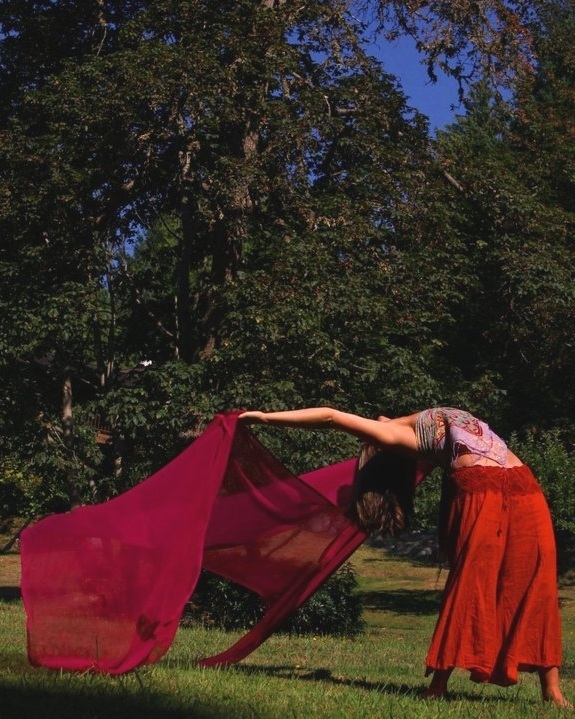 12:15-1:30: Session 1 with Helen Goodrum:   Holistic Movement and Technique: Exploring Your Experience With Yourself, Others and the World Around You