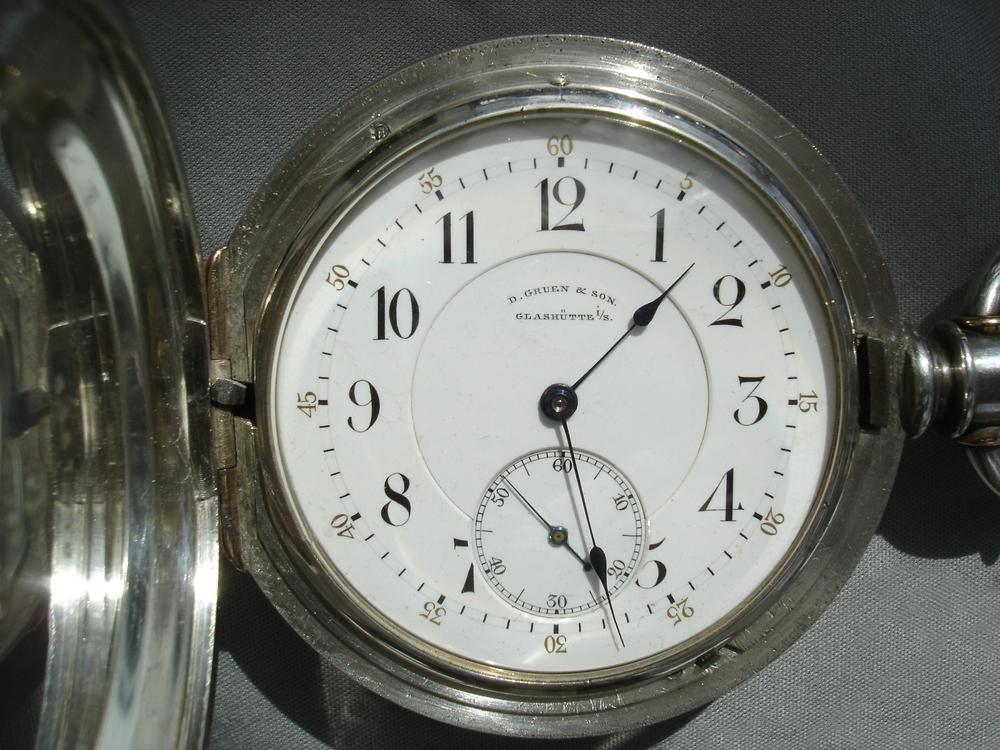 1. GRUEN-Uhr.jpg