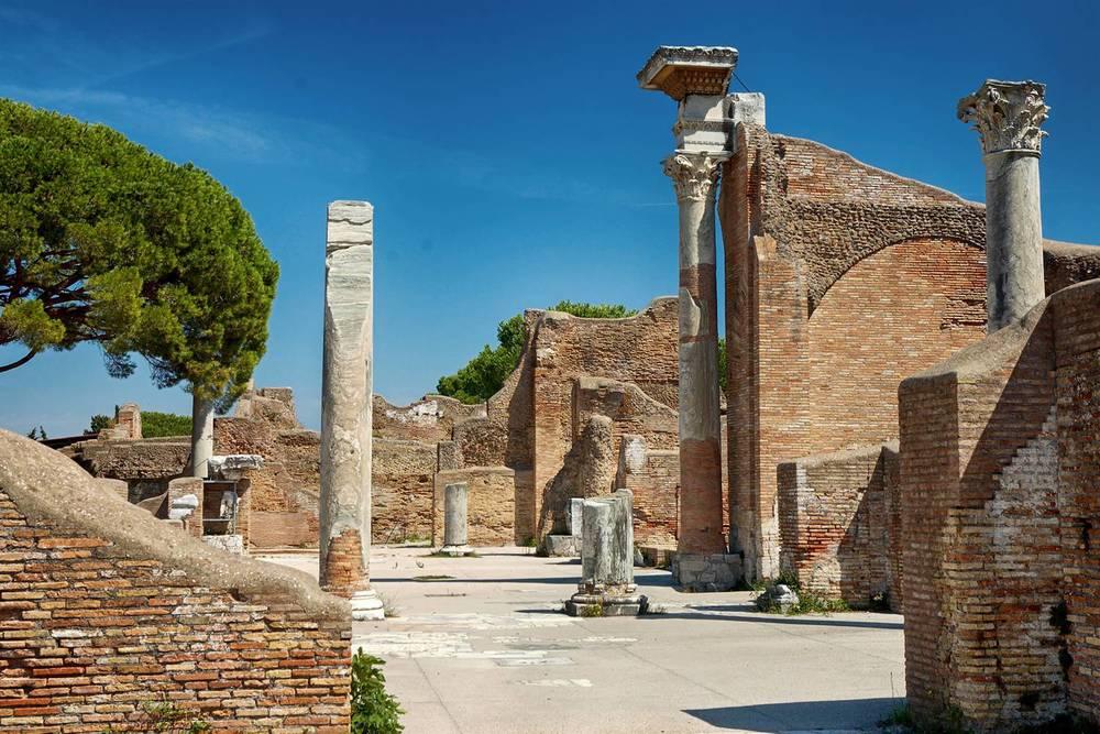 Ostia antica - frigidarium delle terme del foro