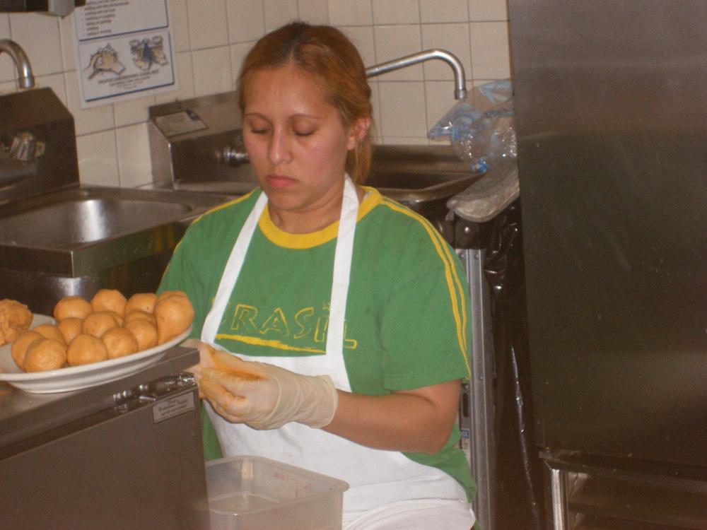 Nubia (Tempero's Cook) making Coxinha
