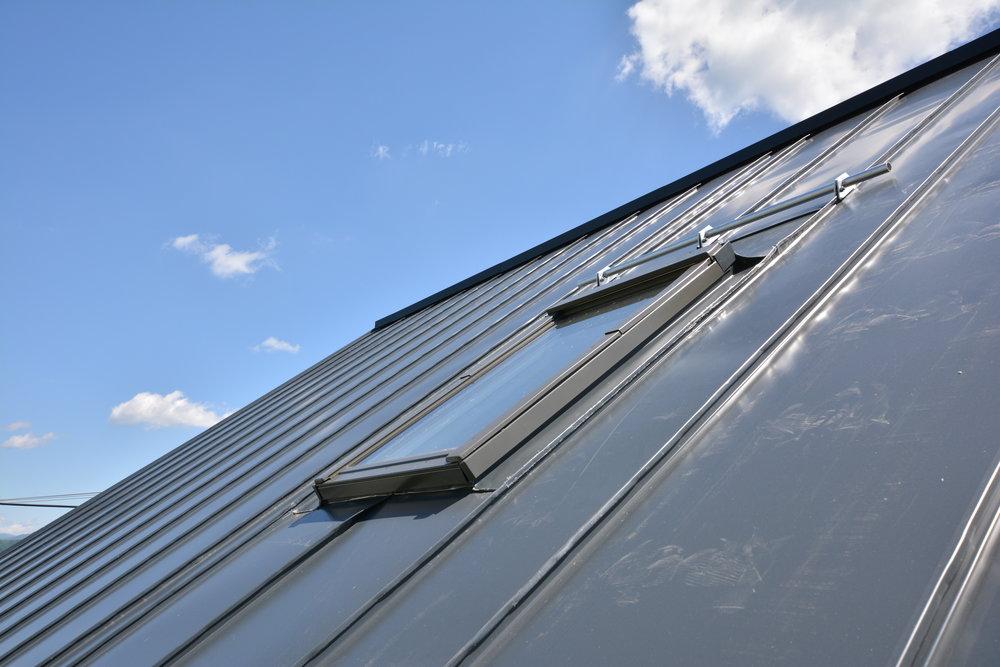 Strešné okno na presvetlenie vnútorných častí domu.
