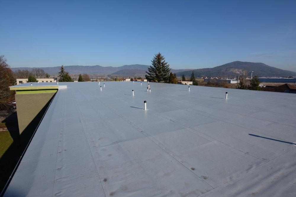 ZŠ - Víglaš  Zateplenie strechy a pokládka novej PVC fólie