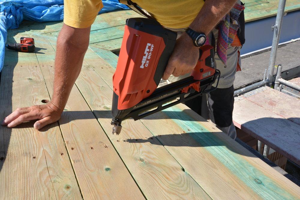 Prácu si treba uľahčiť. Preto nám na stavbe pomáha profesionálne náradie.