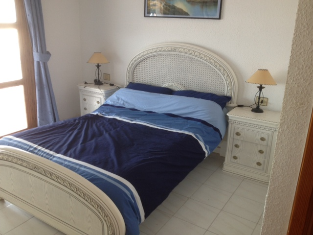 205 master bed room en-suite.jpg