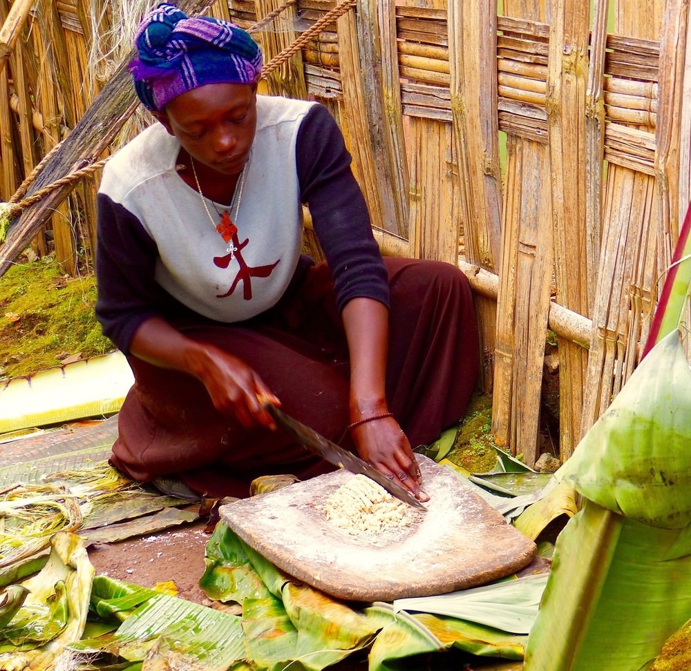Accessing unlimited human capacity: at the Chincha Druze village in southern Ethiopia tourists can stay in a traditional home & learn traditional skills such as weaving or cooking (here a woman makes injera, bread from teff grain)  The Druze people are also wonderful nature guides.  Image: R. Kravette