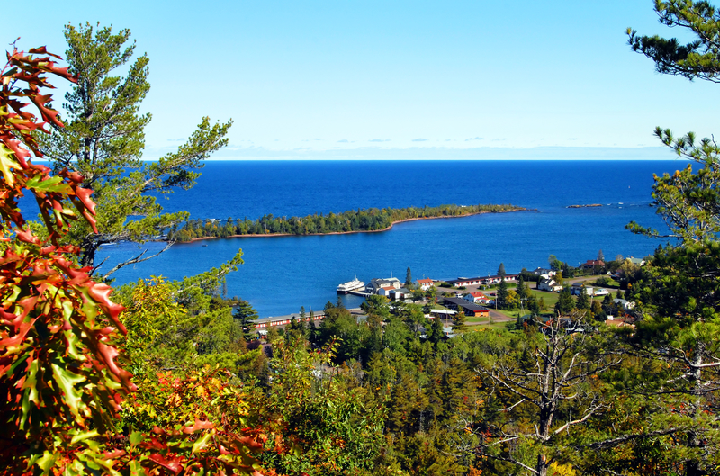 VIEW OF ISLE ROYAL FROM MICHIGAN'S BROCKWAY MOUNTAIN DRIVE. WOLVES WALKED ACROSS AN ICE BRIDGE TO THE ISLAND OVER 50 YEARS AGO. IMAGE:  © BONITA CHESHIER⎮DREAMSTIME.COM