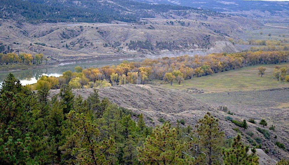 LOOKING OVER THE MISSOURI RIVER FROM A HIGH POINT NEAR SLIPPERY ANN AT THE CHARLES M. RUSSELL NATIONAL WILDLIFE REFUGE. IMAGE: COURTESY OF ©MONTANA'S MISSOURI RIVER COUNTRY.