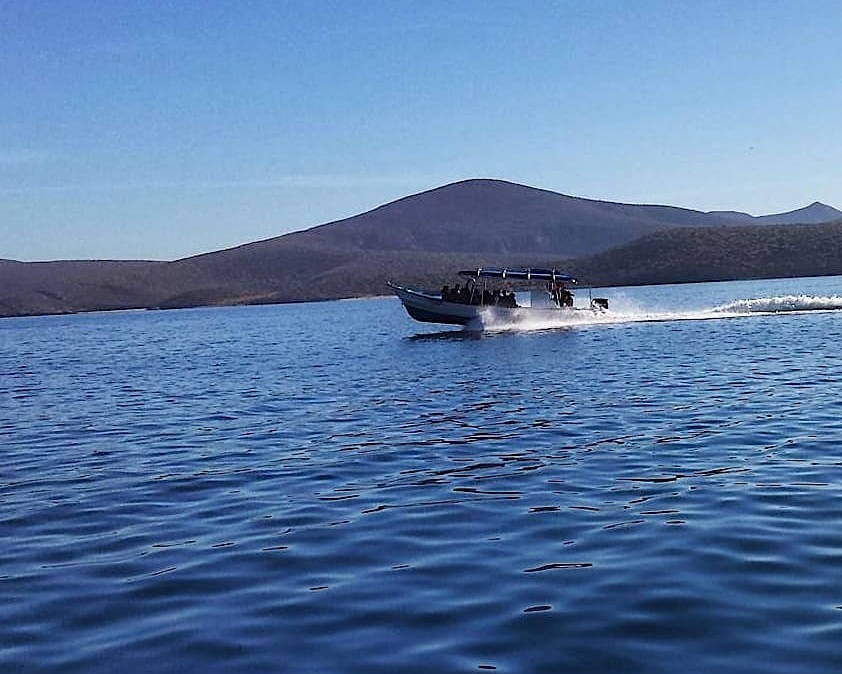 HEADING TO ESPIRÌto Santo island ON THE GENTLE WATERS OF MAGDALENA BAY, BAJA CALIFORNIA SUR, MEXICO. Image: Thanks to RED TRavel mexico