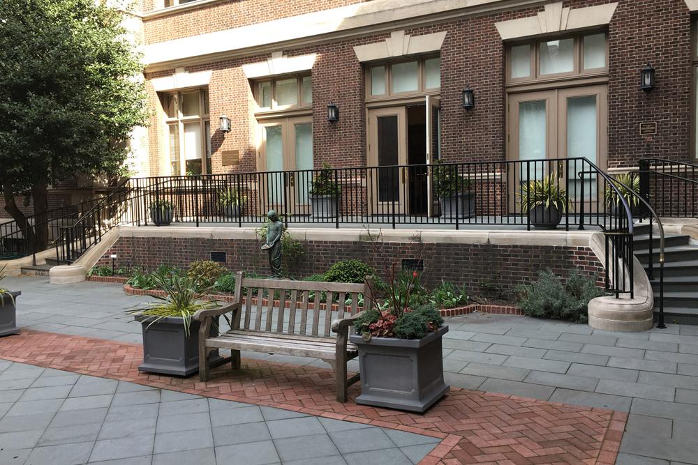 mutter-museum-philadelphia-public-landscaping.jpg