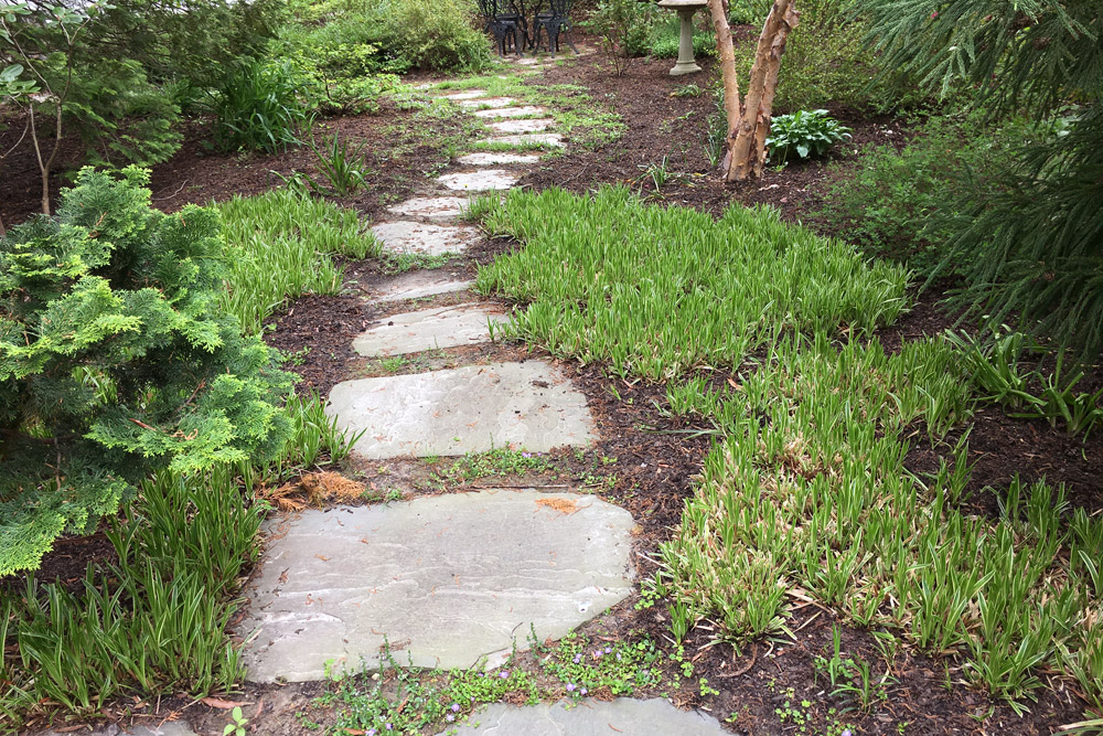 pathway-irregular-stones-landscaping.jpg