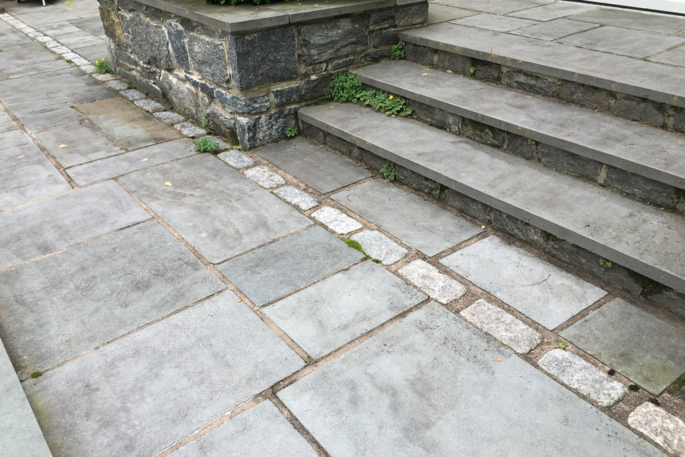 cobblestone-patio-edging-hardscaping.jpg