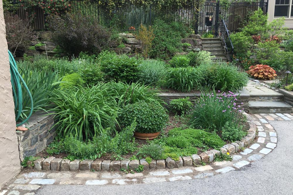 garden-edging-cobblestone-hardscape.jpg