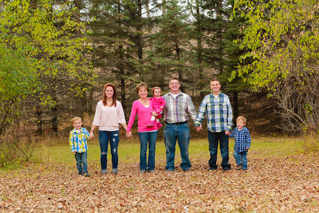 Detroit Lakes, Fargo/Moorhead Photographer.  Outdoor family photography, farm photography  Portrait Photography.  Senior Pictures. Beauty style portraits.   Look great in your pictures.