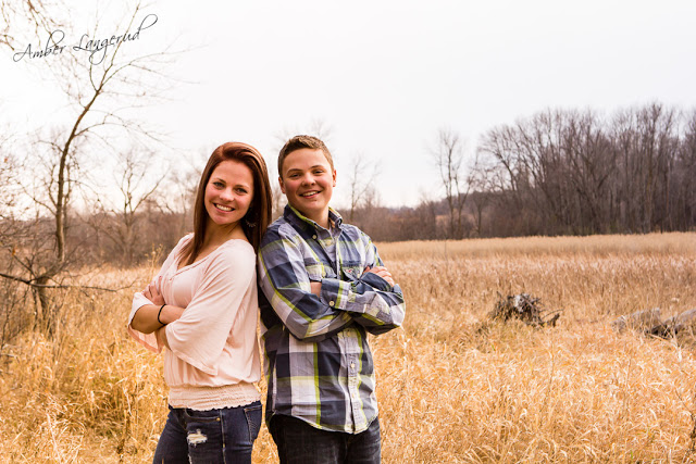 Detroit Lakes, Fargo/Moorhead Photographer.  Outdoor family photography, farm photography  Portrait Photography.  Senior Pictures. Beauty style portraits.   Look great in your pictures. sibling photography