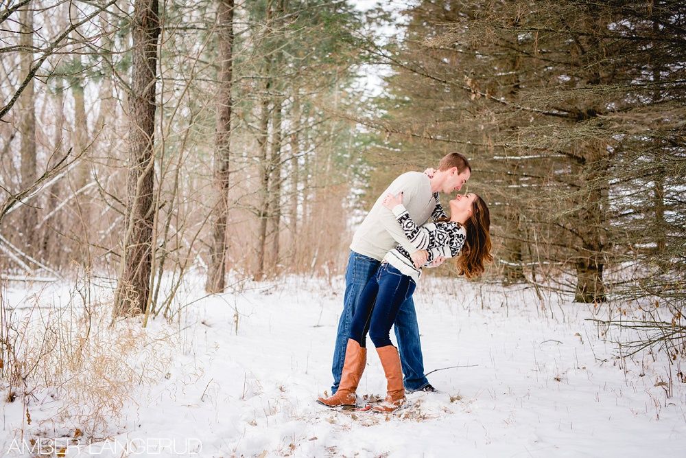 Detroit Lakes Outdoor Winter Engagement Session | Amber Langerud Photography
