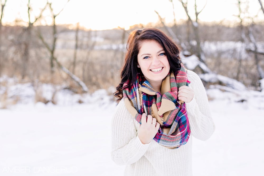 Audubon, MN Outdoor Winter Portraits | Sweater & Blanket Scarf