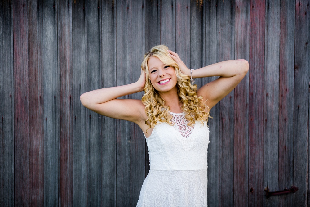 Outdoor, country and basketball styled senior pictures near Audubon, MN | Amber Langerud Photography | hands in hair