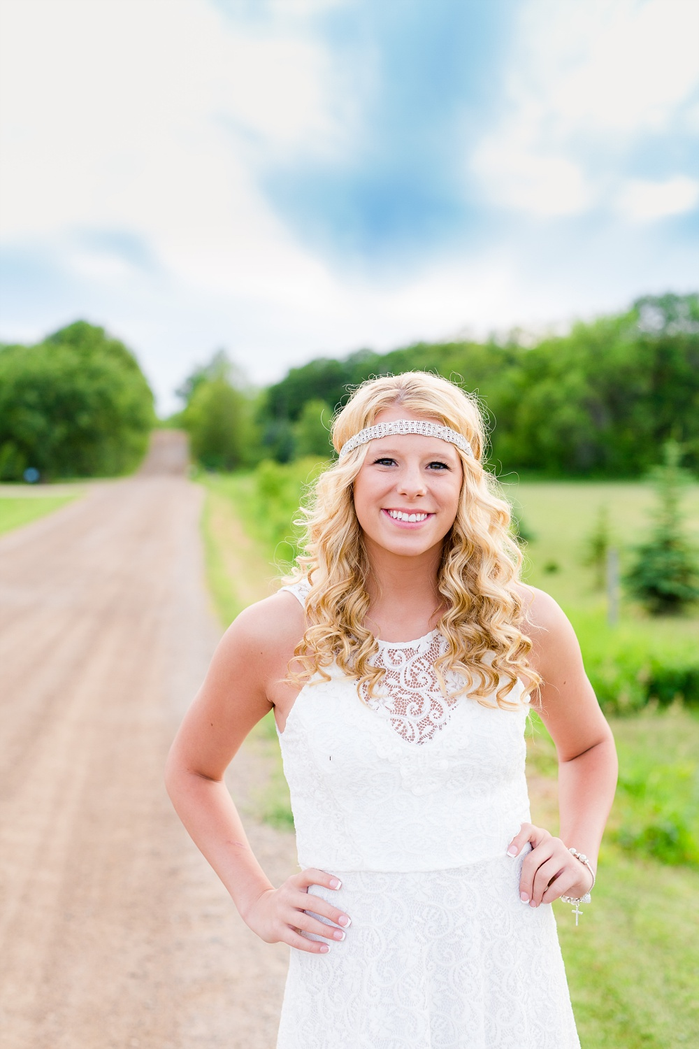 Outdoor, country and basketball styled senior pictures near Audubon, MN | Amber Langerud Photography | hands on hips on gravel road