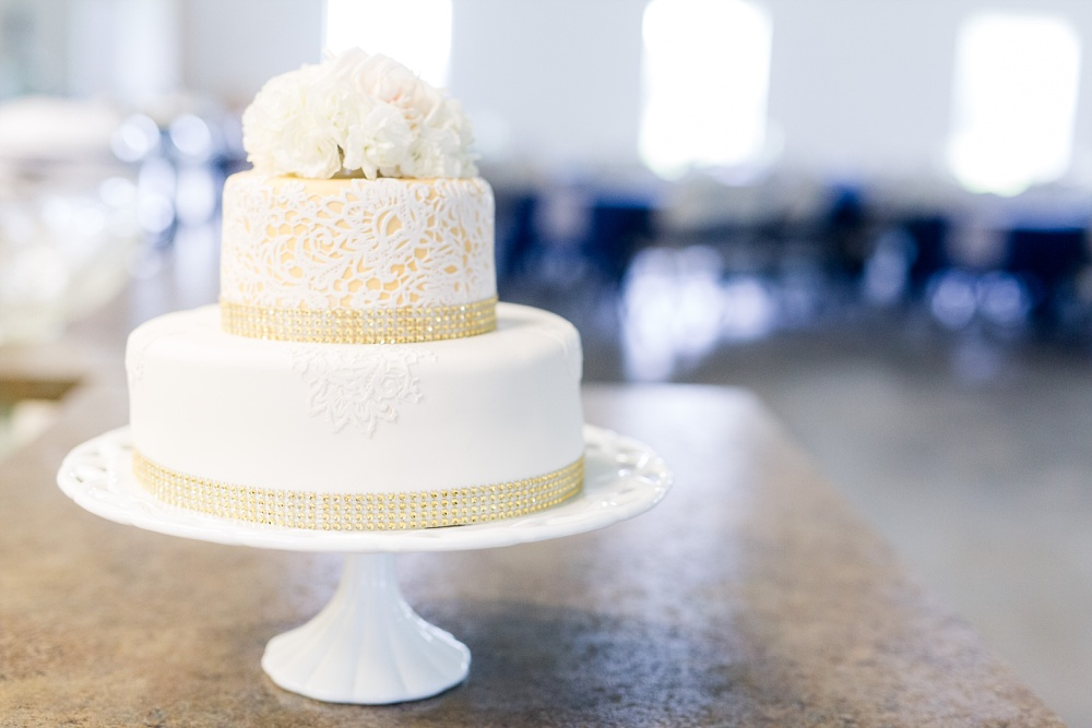 Wolf Lake/Menahga, MN wedding Photographed by Amber Langerud Photography | The Cake!!