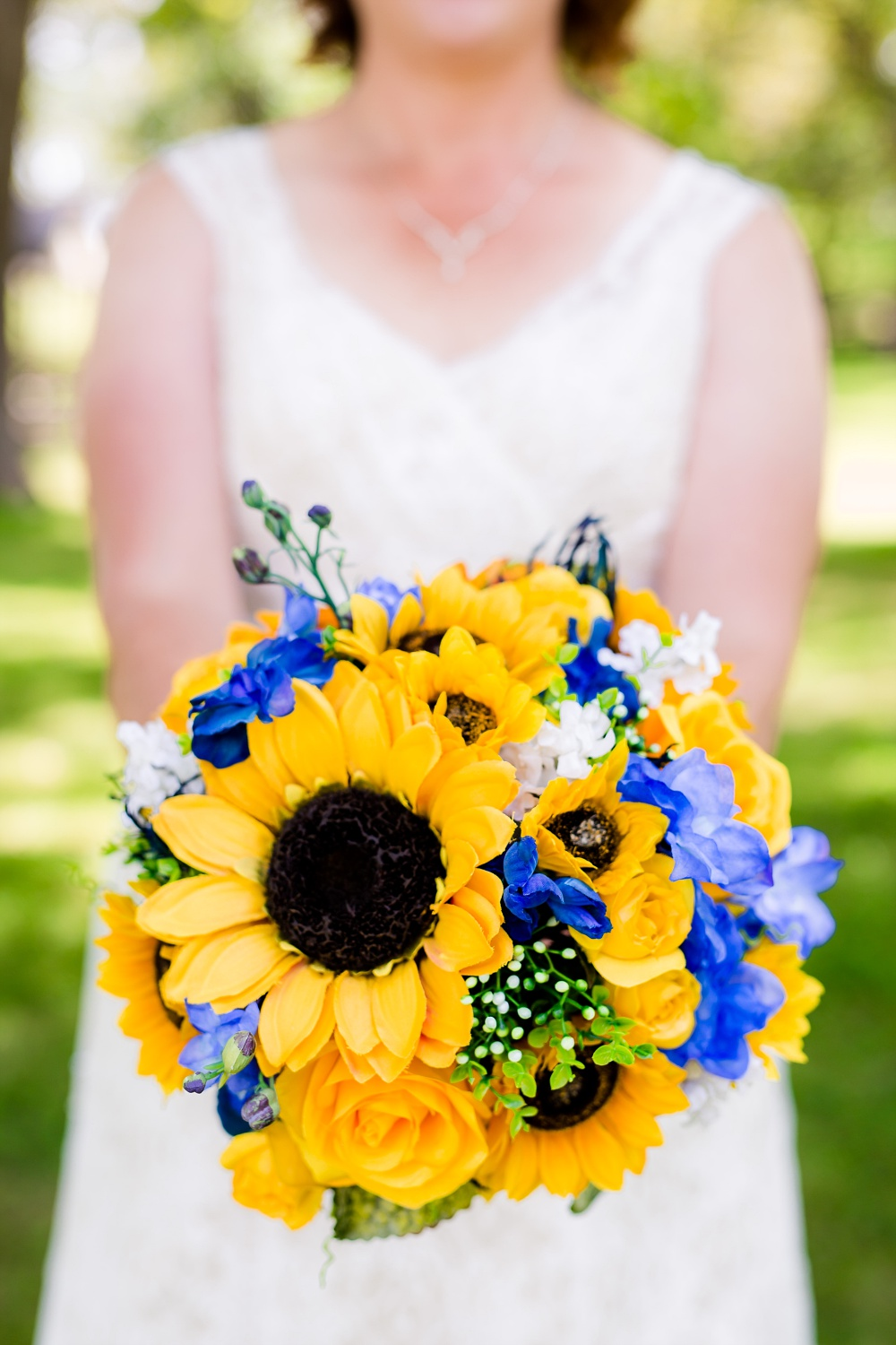 Detroit Lakes, MN Country Styled Wedding at Trinity Lutheran Church & Holmes Ballroom Photographed by Amber Langerud Photography | bride holding bouquet