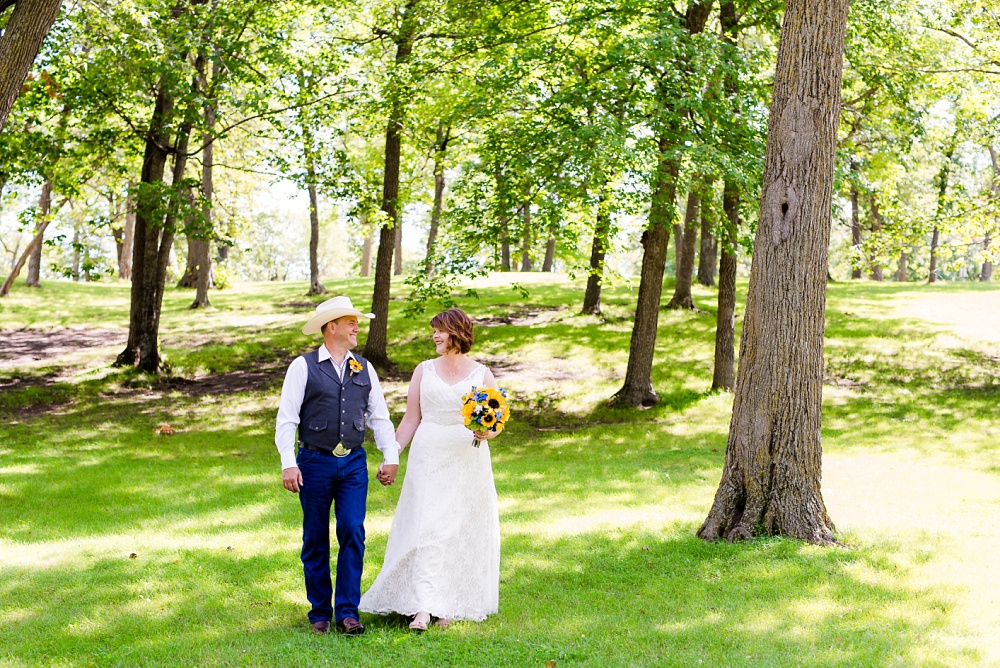 Detroit Lakes, MN Country Styled Wedding at Trinity Lutheran Church & Holmes Ballroom Photographed by Amber Langerud Photography | bride & groom portraits