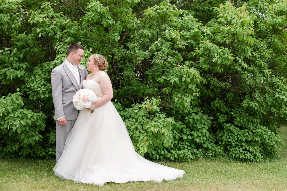 Lake Park Lutheran Church and Holiday Inn Detroit Lakes, Lakeside Wedding by Amber Langerud Photography | Vanessa & Eric