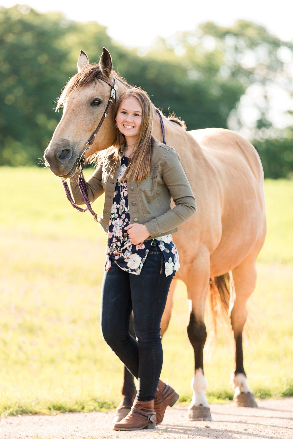 Country Styled Senior Session with Horses near Audubon, MN | Hannah