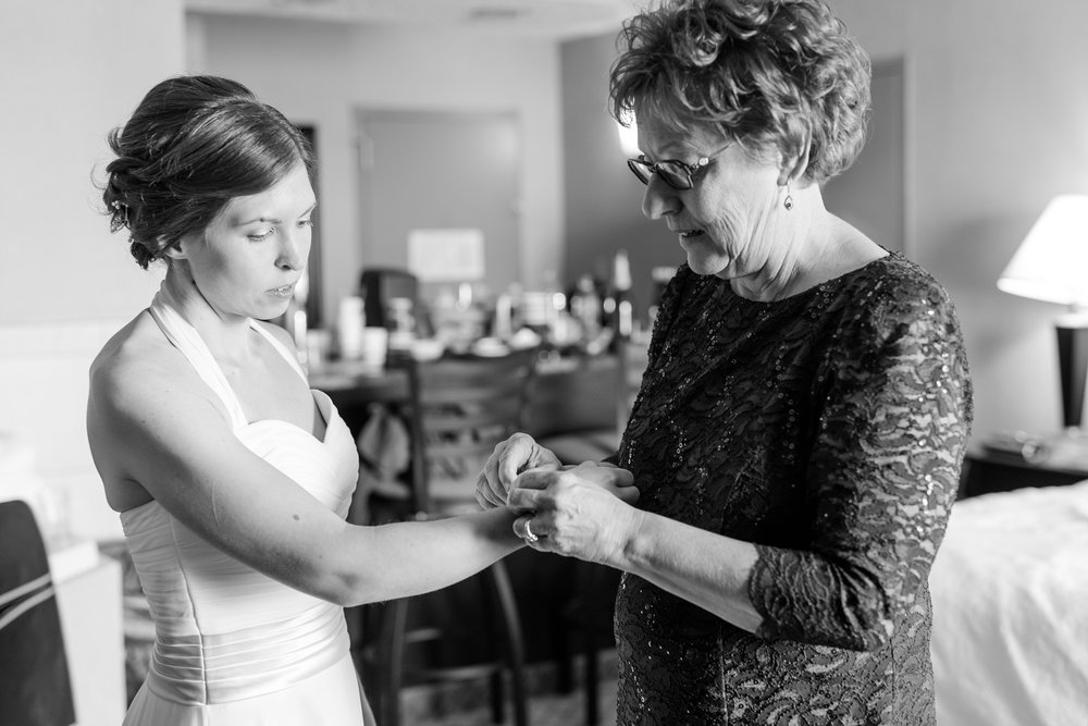 Detroit Lakes, MN, Holiday Inn on the Lake Wedding, photography by Amber Langerud | Christine & Austen