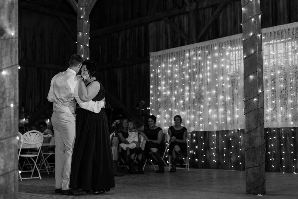 Minnesota Barn Wedding and Outdoor Ceremony at Milts Barn_0358.jpg