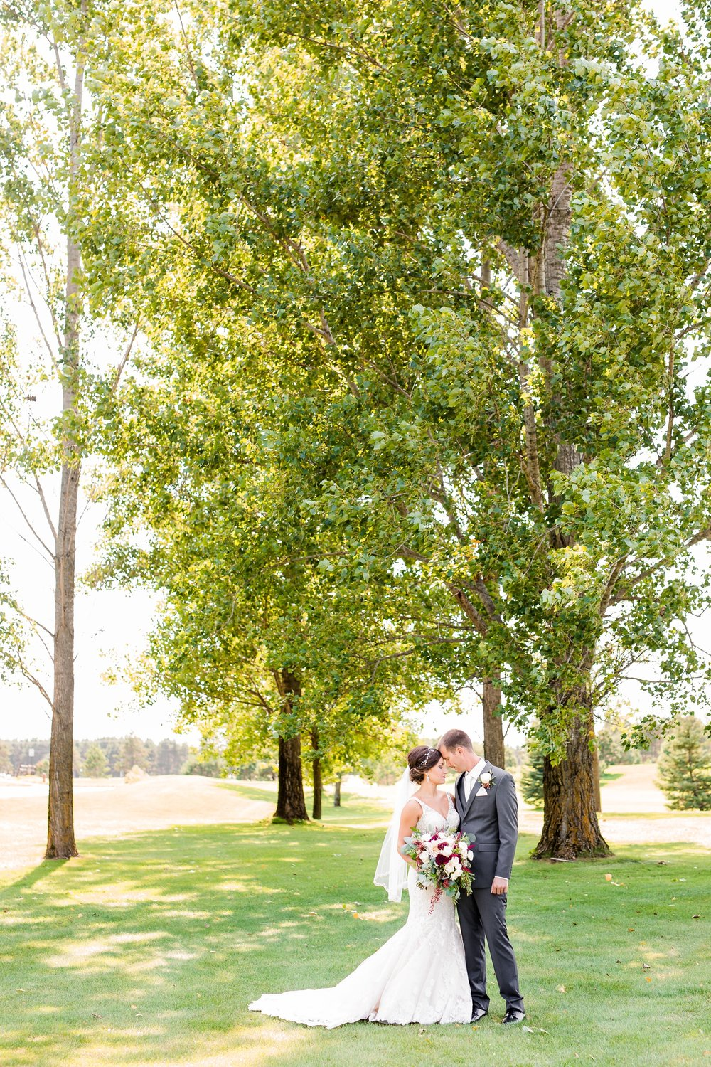 AmberLangerudPhotography_Perham Lakeside Golf Course Wedding_2819.jpg